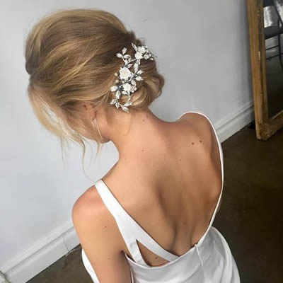 Hairstyles for Weddings The relaxed wedding bun