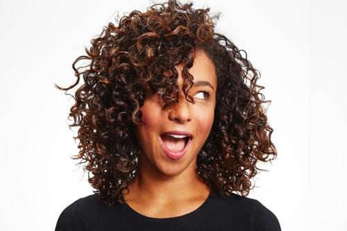 Como ondular extensiones de cabello natural