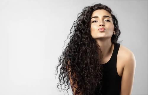 Como cuidar el cabello rizado